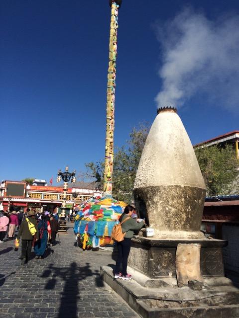 Tibet juniper smoke